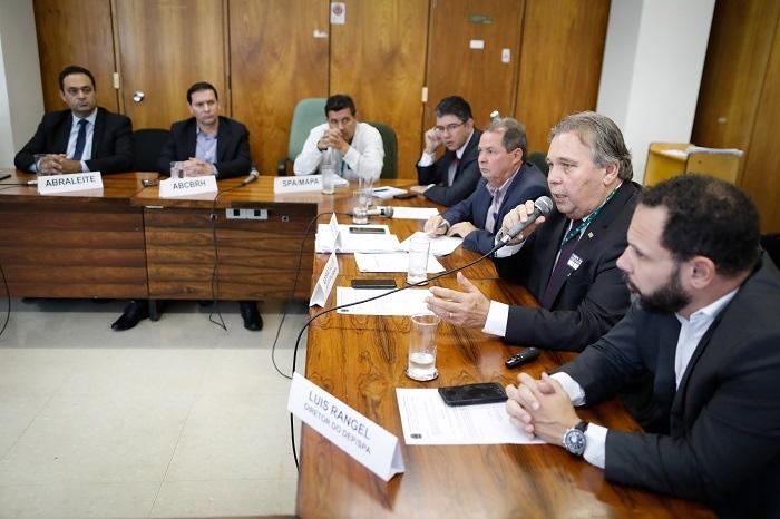 CNA debate no Mapa agenda estratégica para o setor lácteo