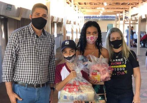 Associação Goiana de Suinocultores doou alimentos para famílias de estudantes de Goiânia e de Aparecida de Goiânia