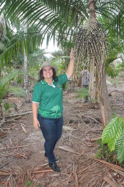 Darlene é produtora de açaí e cacau em Igarapé-Miri (PA)