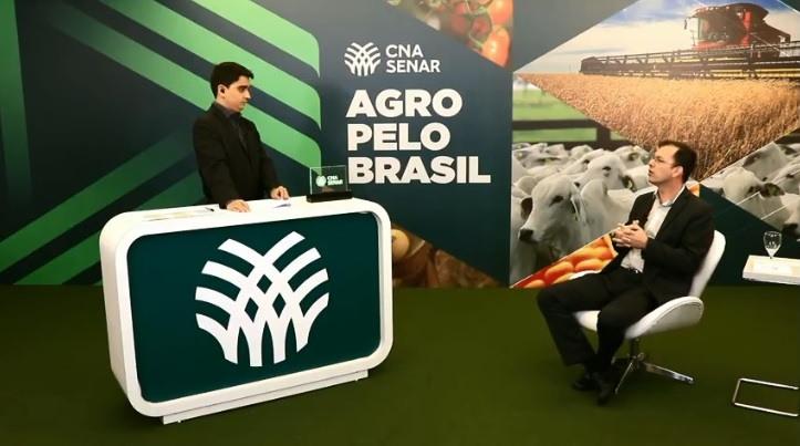 O coordenador técnico de ATeG, Eduardo Oliveira, no estúdio do Sistema CNA/Senar, em Brasília