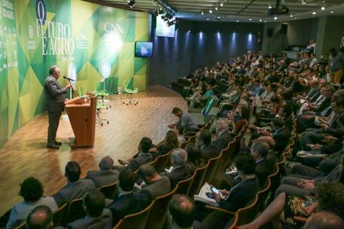 Sistema CNA defende cooperação internacional para fornecer alimentos ao mundo de maneira sustentável