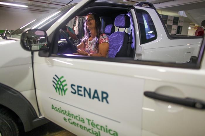 A produtora Gilvandira Carneiro  ganhou um carro zero km