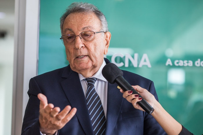 Presidente da CNA, João Martins durante discurso sobre a importância da parceria para o pequeno produtor.