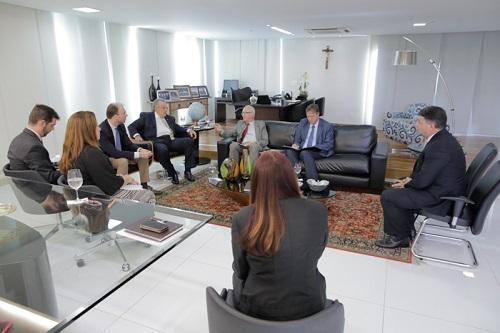 Embaixador da Alemanha conhece ações do Sistema