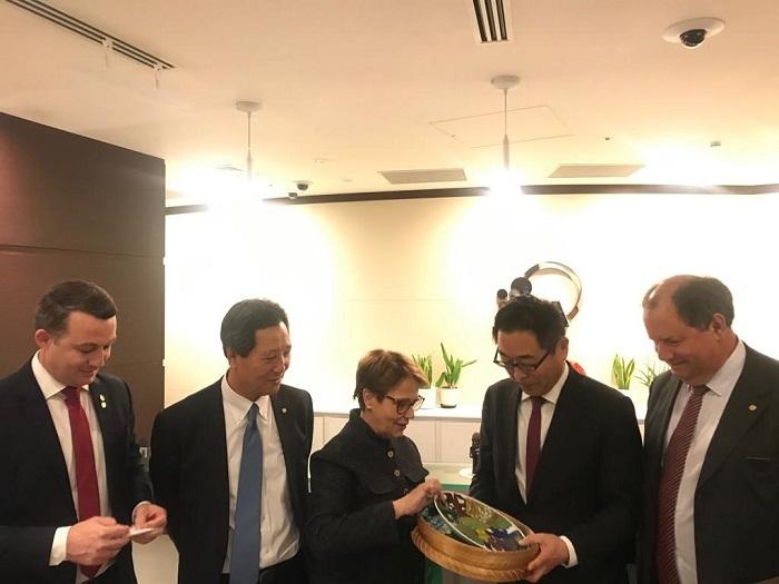 Ministra da Agricultura com executivos da JICA