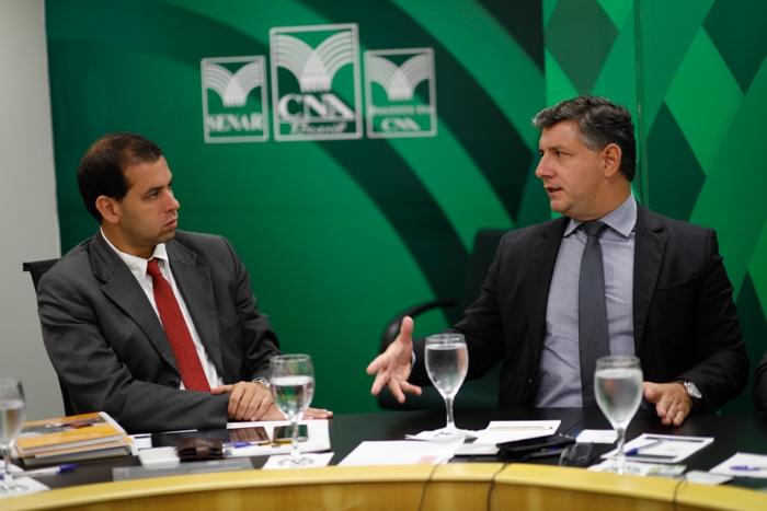 Raphael Stein, do BNDES, e Daniel Carrara, diretor-geral do Senar