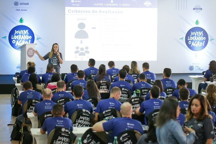 Andréa Barbosa explicaos critérios avaliativos da 3ª edição do Programa CNA Jovem