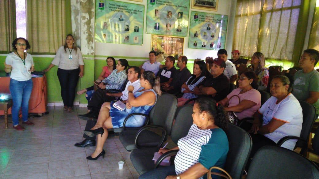 Representantes do Senar - Acre explicaram aos participantes sobre a importância dos programas. Foto: Reprodução